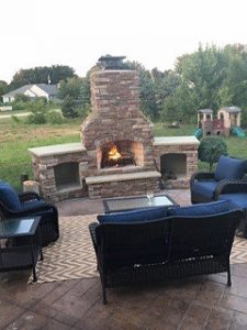 custom backyard fireplaces - Outdoor kitchen inspiration
